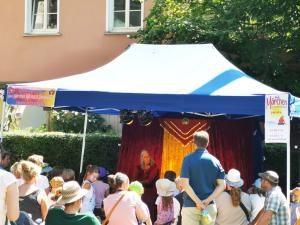Erzählen von Märchen und Geschichten beim Märchen-Mitmach-Programm